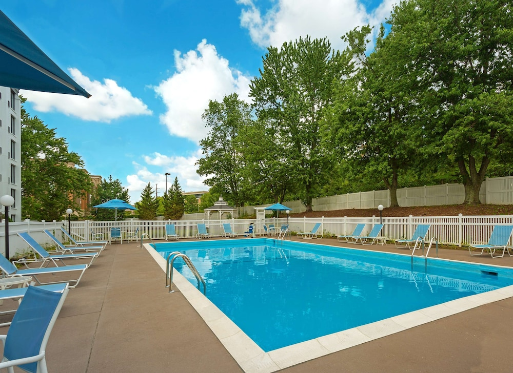 Pool, DoubleTree by Hilton Hotel Pittsburgh - Meadow Lands