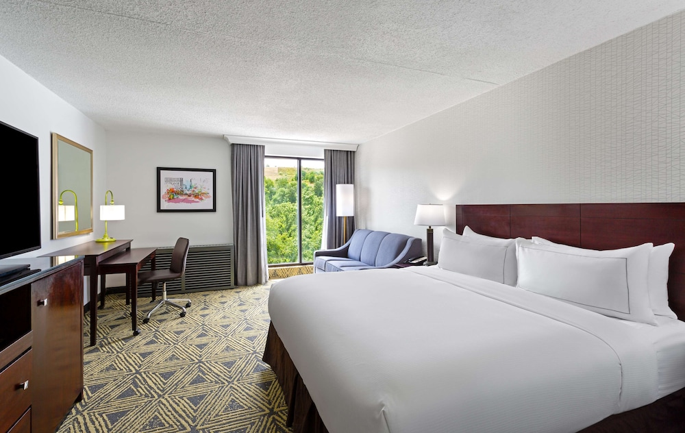 Room, DoubleTree by Hilton Hotel Pittsburgh - Meadow Lands
