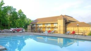 Seasonal outdoor pool, open 9:30 AM to 10:00 PM, pool umbrellas