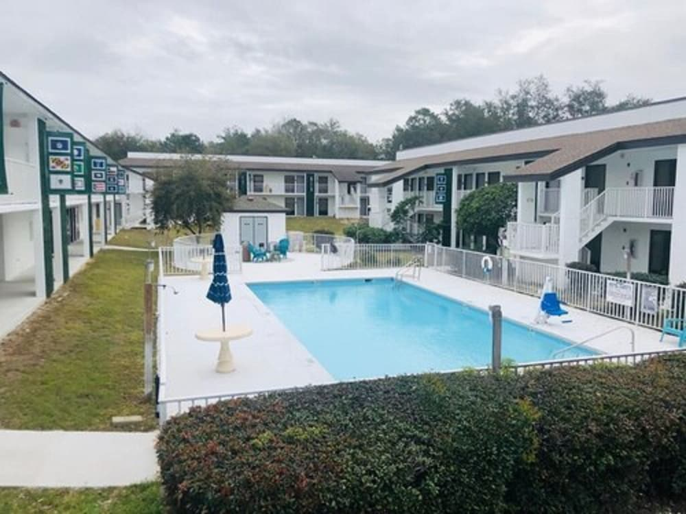 Outdoor Pool, Quality Inn At Eglin AFB