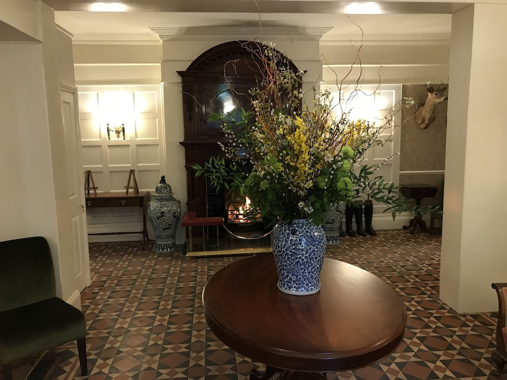 Lobby Sitting Area, Forest Park Hotel