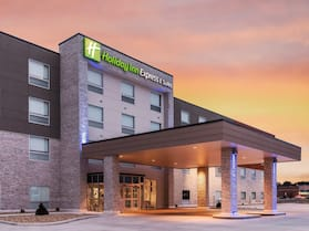 Holiday Inn Express & Suites West Plains Southwest, an IHG Hotel