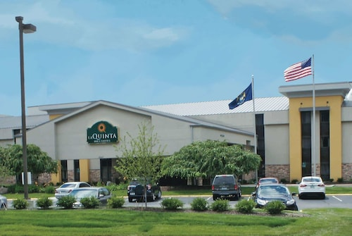 La Quinta Inn & Suites by Wyndham Detroit Metro Airport