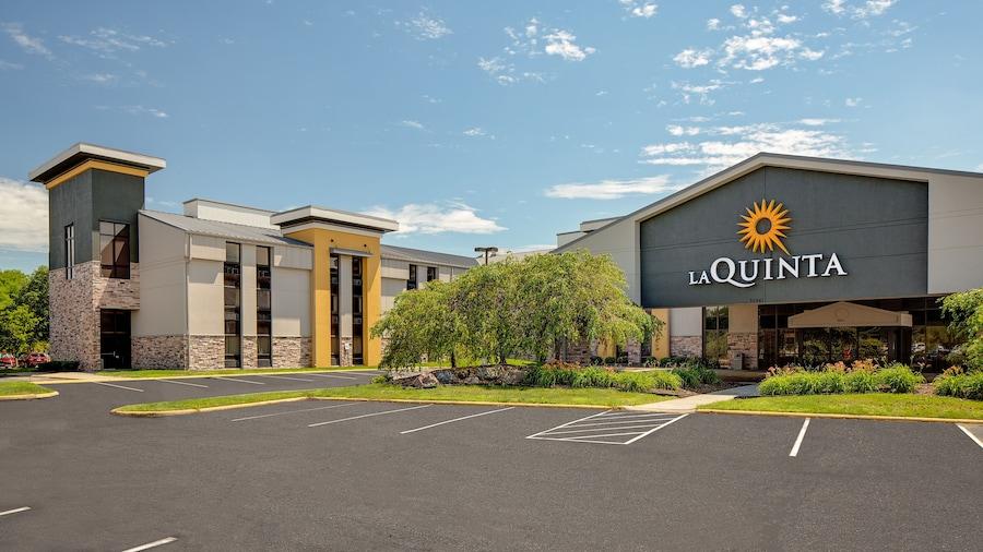 La Quinta Inn & Suites by Wyndham Detroit Metro Airport