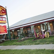 The Settlement Historic Hotel