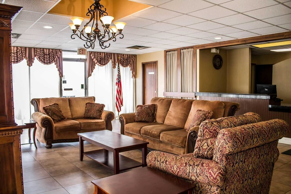 Lobby, Quality Inn & Suites North