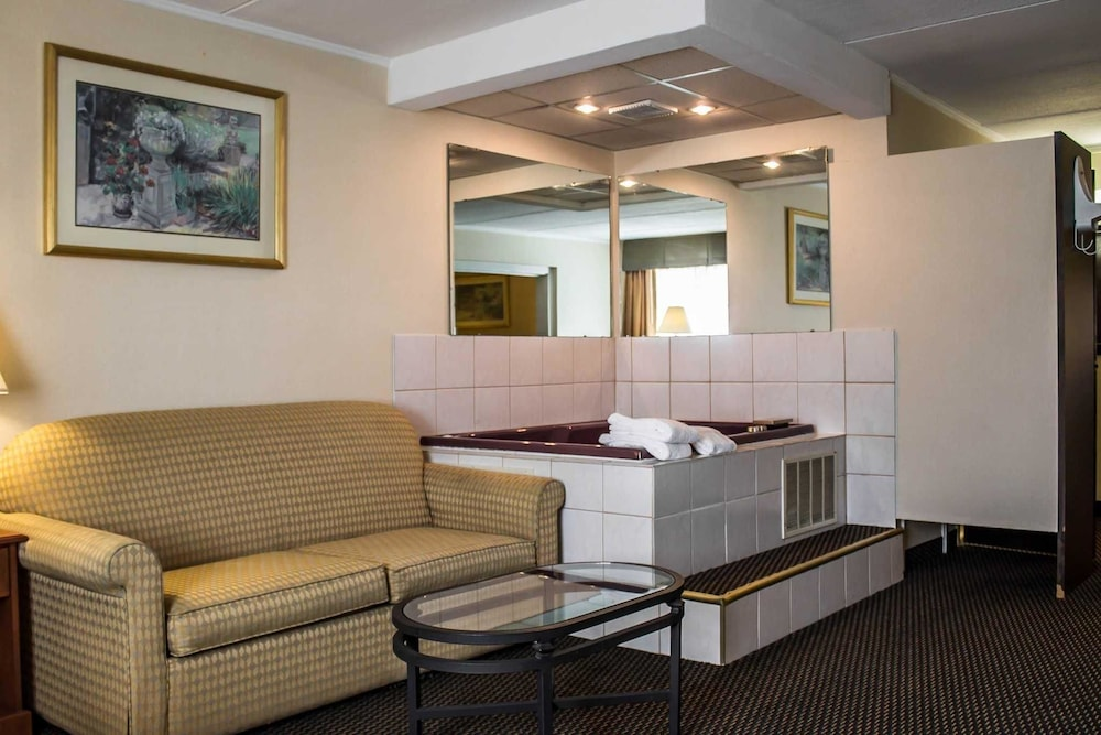 Room, Quality Inn & Suites North