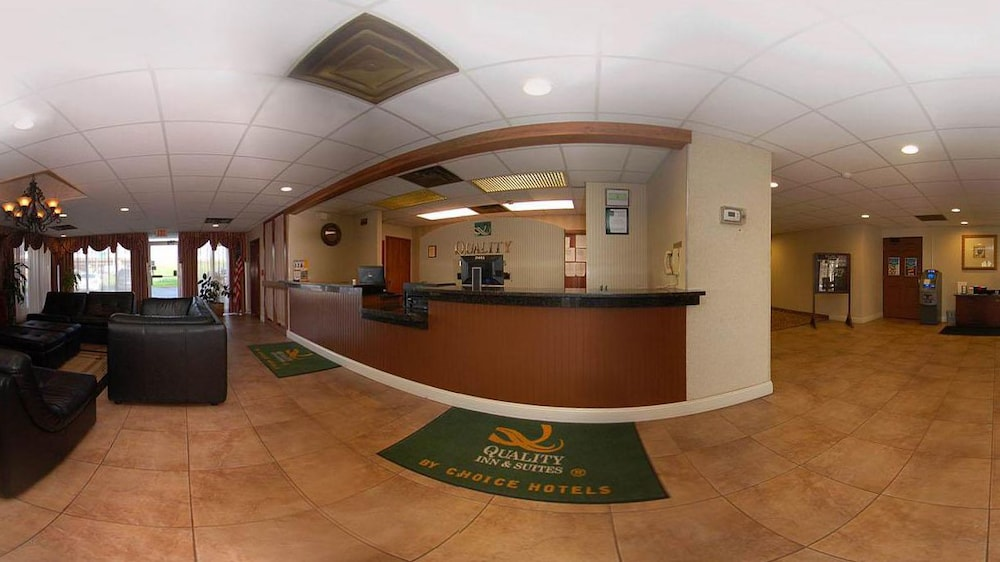 Reception, Quality Inn & Suites North