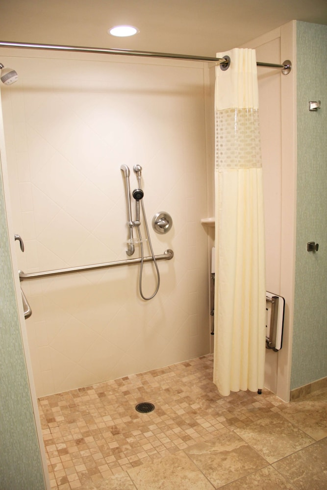 Bathroom, Hampton Inn & Suites Destin