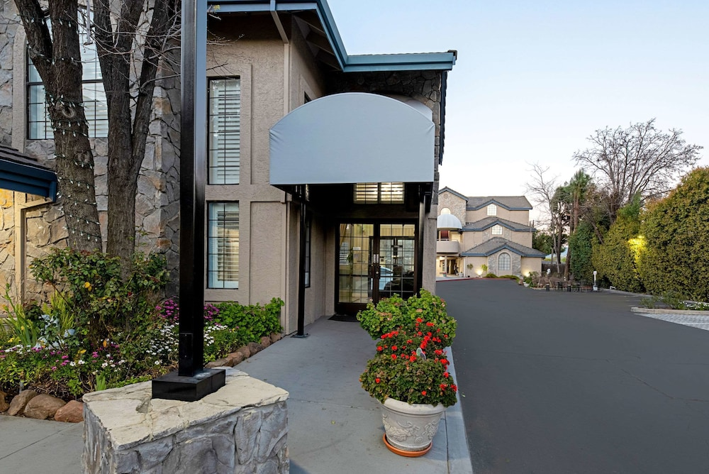 Exterior, Clarion Inn Silicon Valley