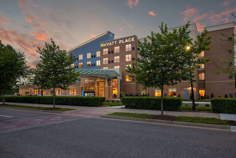 Front of Property - Evening/Night, Hyatt Place Hampton Convention Center
