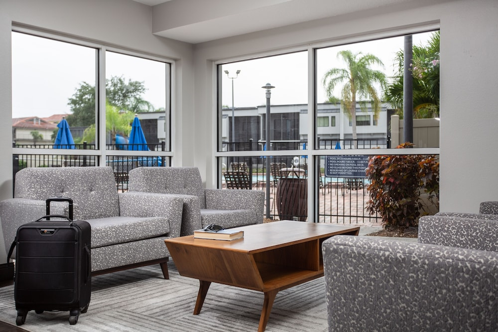 Lobby Sitting Area, Orbit One Vacation Villas by Diamond Resorts