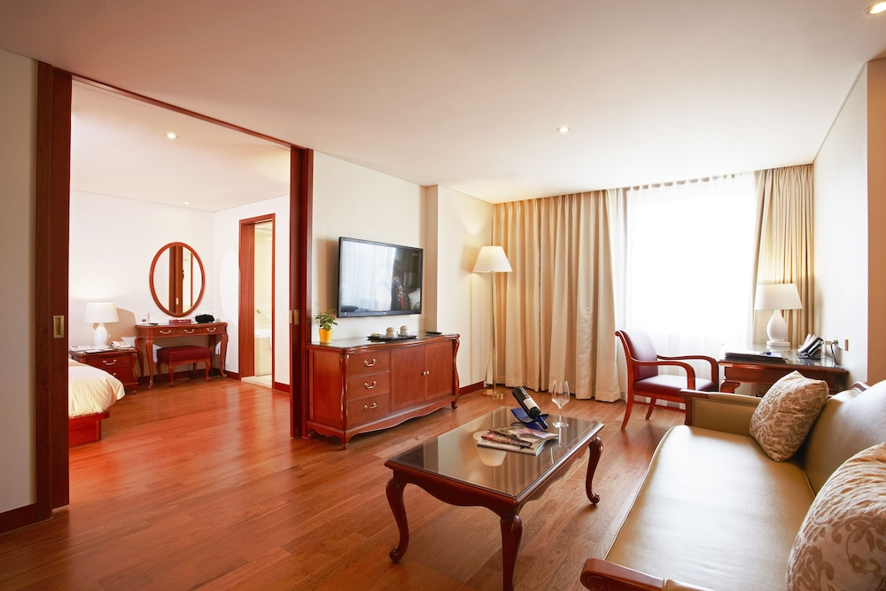 Living Area, Sejong Hotel