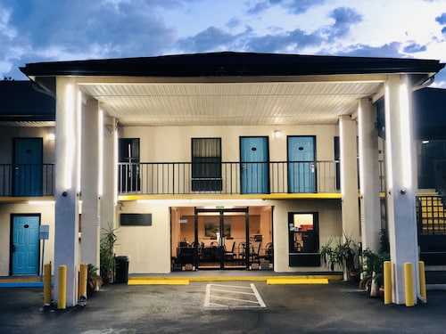 Travelodge by Wyndham Alachua