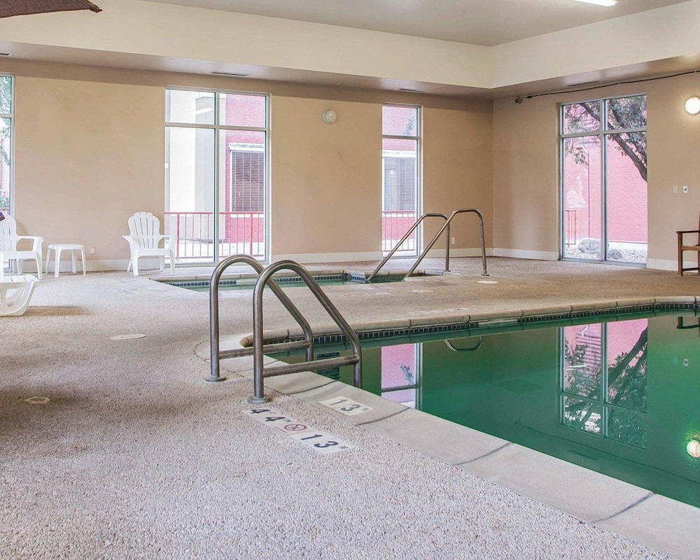 Pool, Quality Inn Fort Dodge