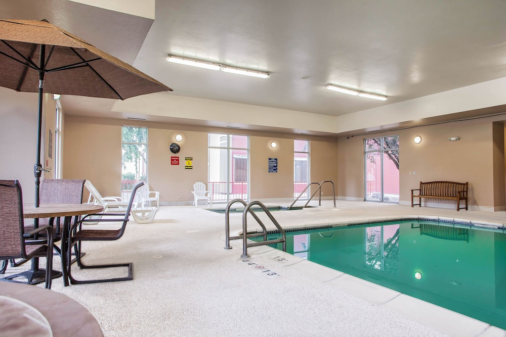 Indoor Pool, Quality Inn Fort Dodge