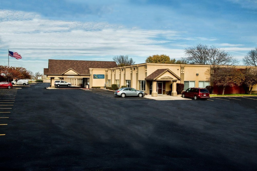 Front of Property, Quality Inn Fort Dodge