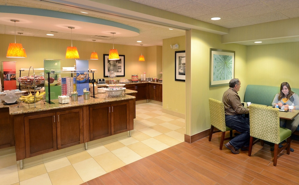 Breakfast Area, Hampton Inn Raleigh / Town Of Wake Forest
