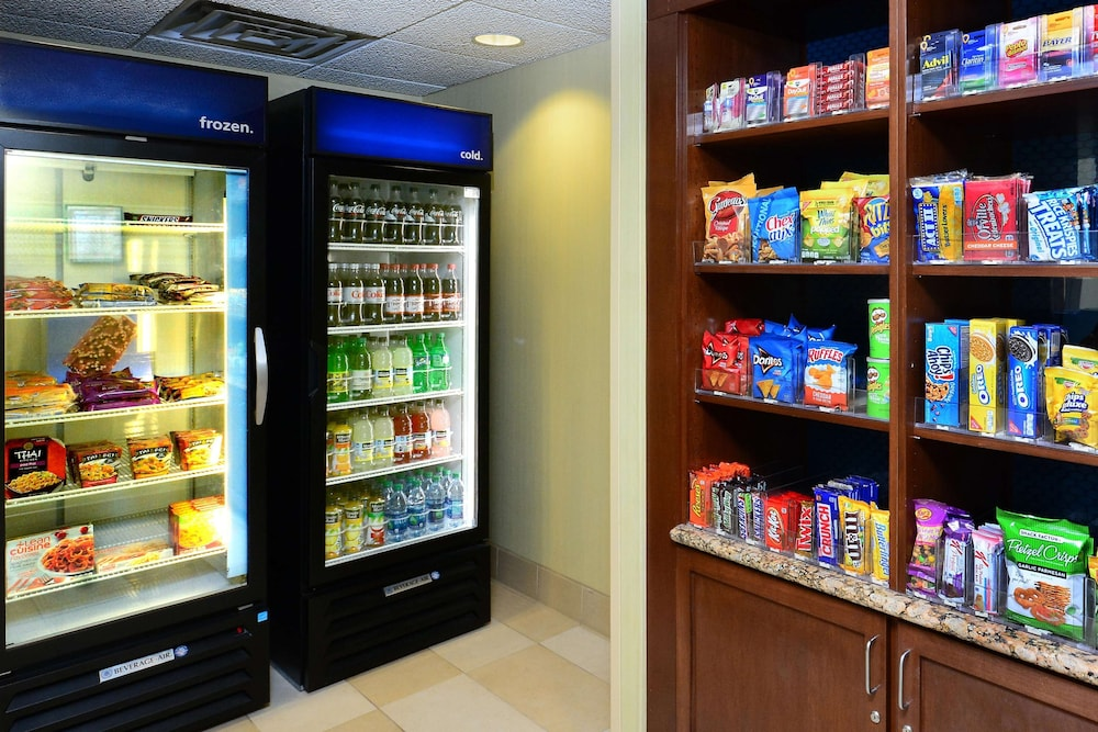 Snack Bar, Hampton Inn Raleigh / Town Of Wake Forest