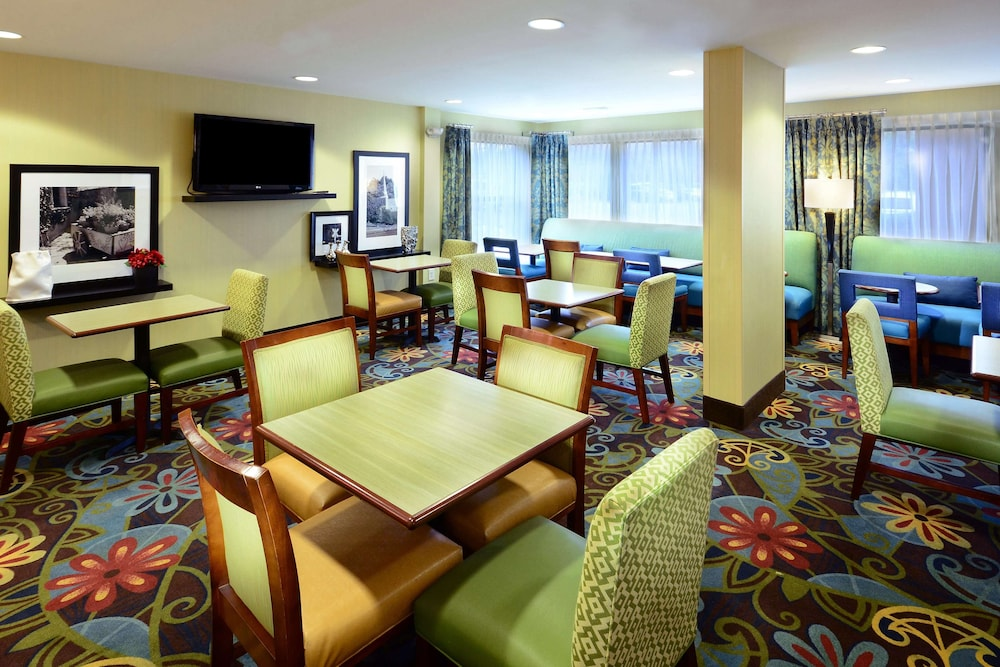 Restaurant, Hampton Inn Raleigh / Town Of Wake Forest