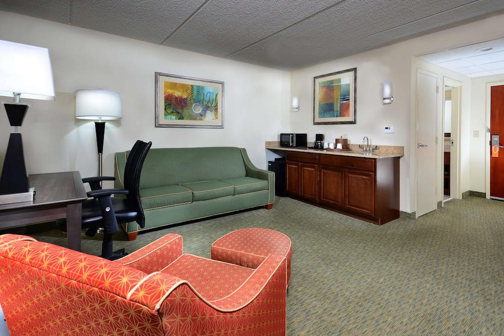 Living Area, Hampton Inn Raleigh / Town Of Wake Forest