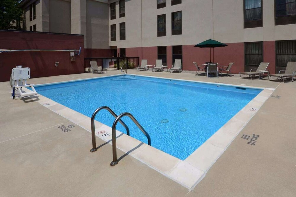 Pool, Hampton Inn Raleigh / Town Of Wake Forest
