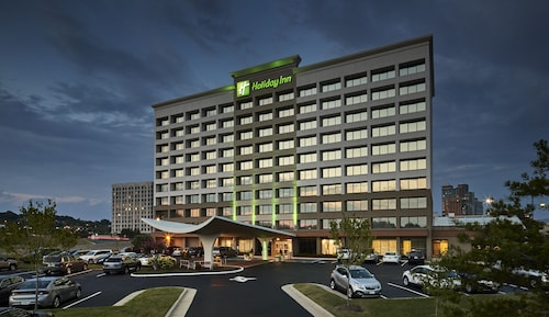Holiday Inn Alexandria at Carlyle, an IHG Hotel