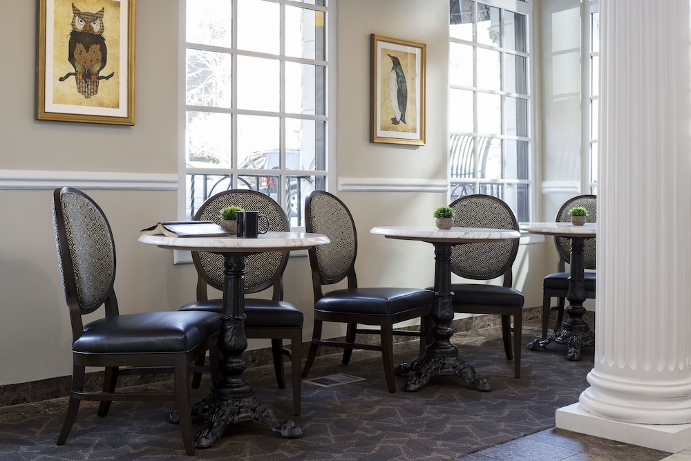 Dining, The Willows Hotel