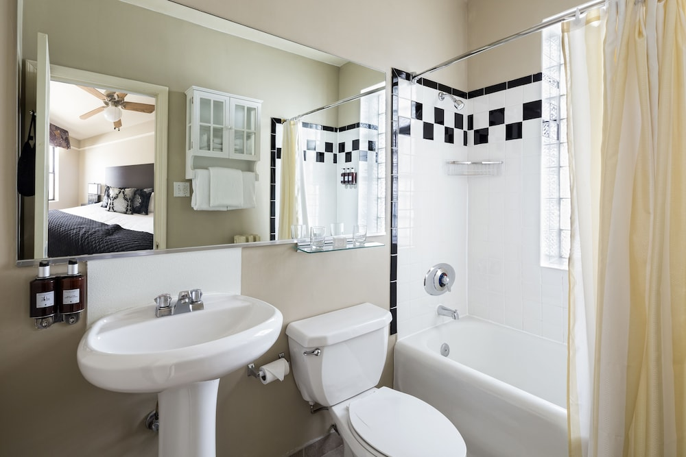 Bathroom, The Willows Hotel
