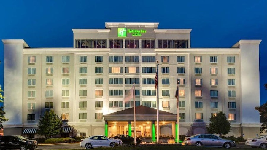 Holiday Inn and Suites Overland Park West, an IHG Hotel