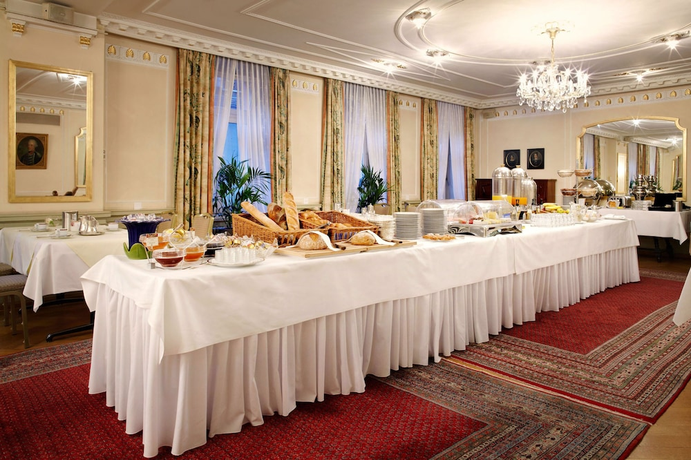 Breakfast Area, Romantik Hotel Wilden Mann