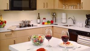 Full-size fridge, microwave, stovetop, dishwasher