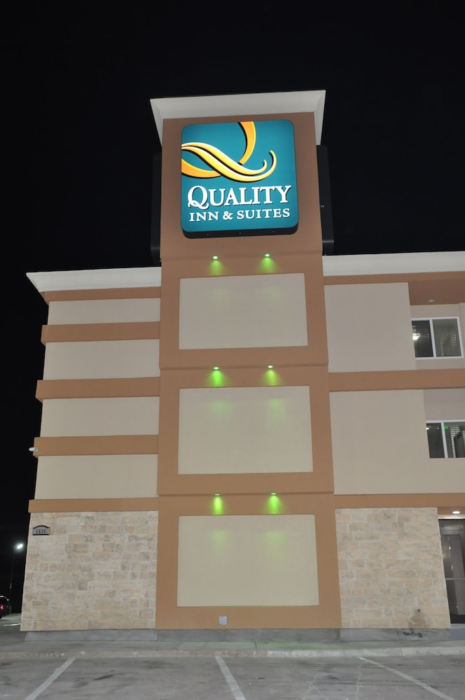 Front of Property - Evening/Night, Quality Inn & Suites Plano East - Richardson