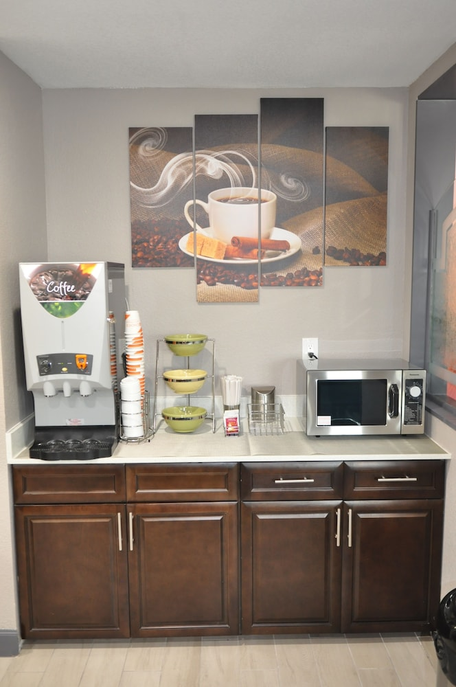 Coffee Service, Quality Inn & Suites Plano East - Richardson