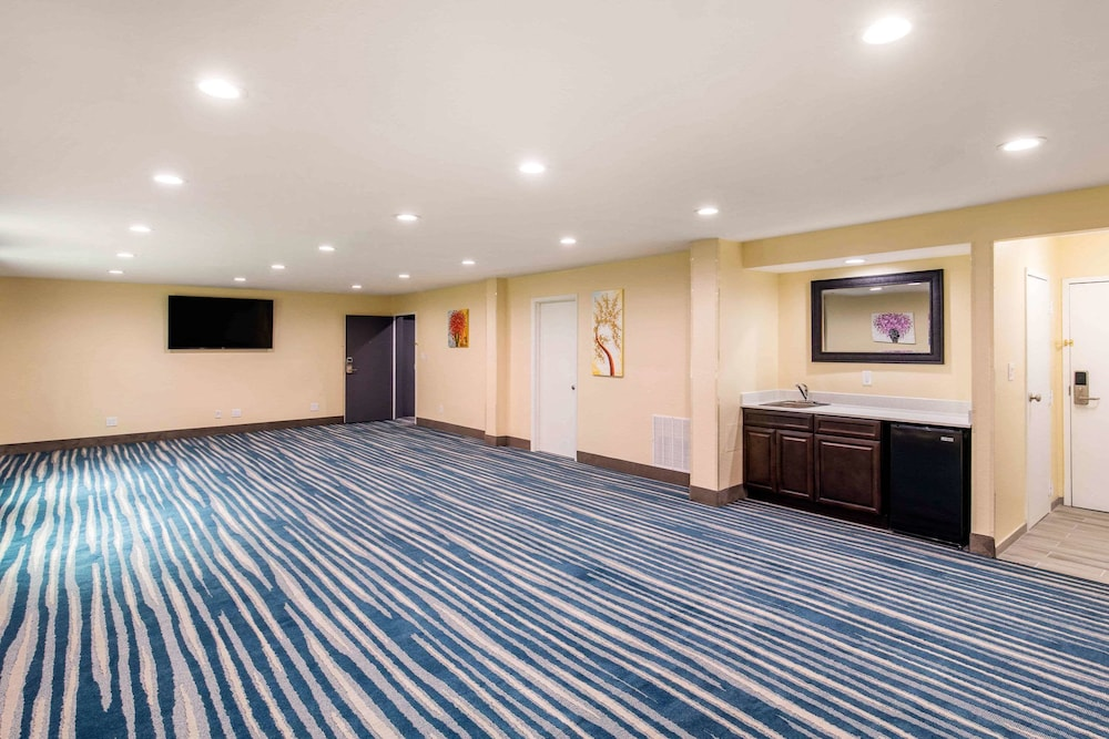 Meeting Facility, Quality Inn & Suites Plano East - Richardson