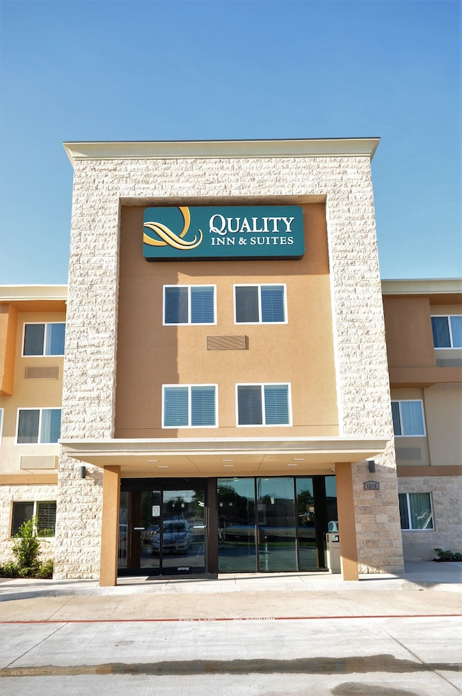 Property Entrance, Quality Inn & Suites Plano East - Richardson