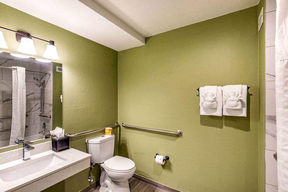 Bathroom, Quality Inn & Suites Plano East - Richardson