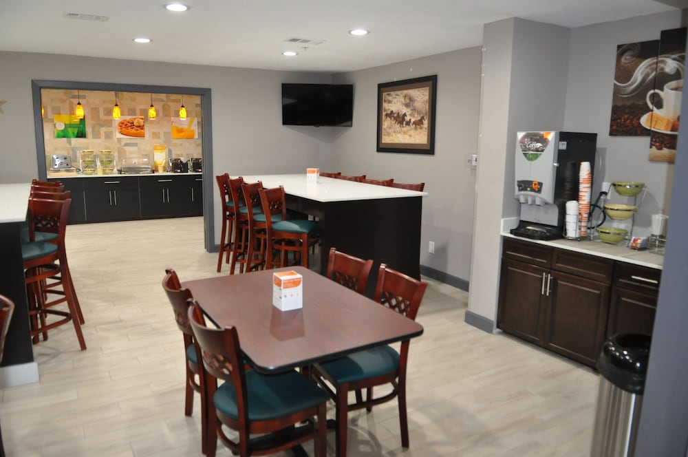 Breakfast Area, Quality Inn & Suites Plano East - Richardson