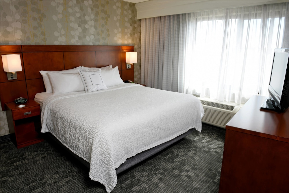 Room, Courtyard by Marriott Sioux Falls