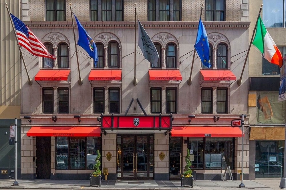 Front of Property, Fitzpatrick Manhattan Hotel