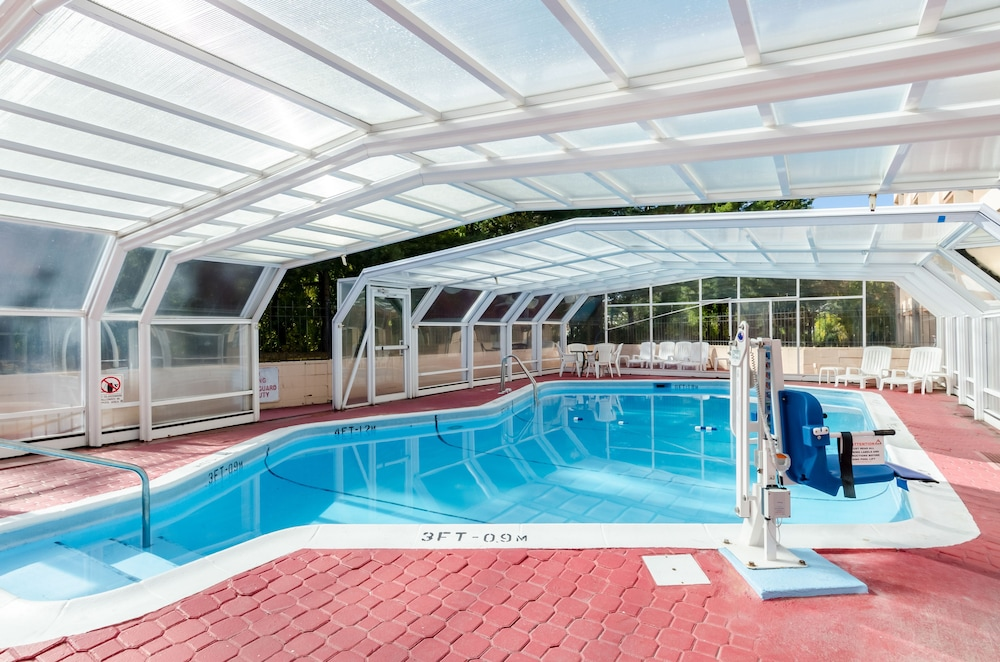 Outdoor Pool, Quality Inn West Springfield