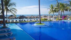 Private beach, beach volleyball, beach bar