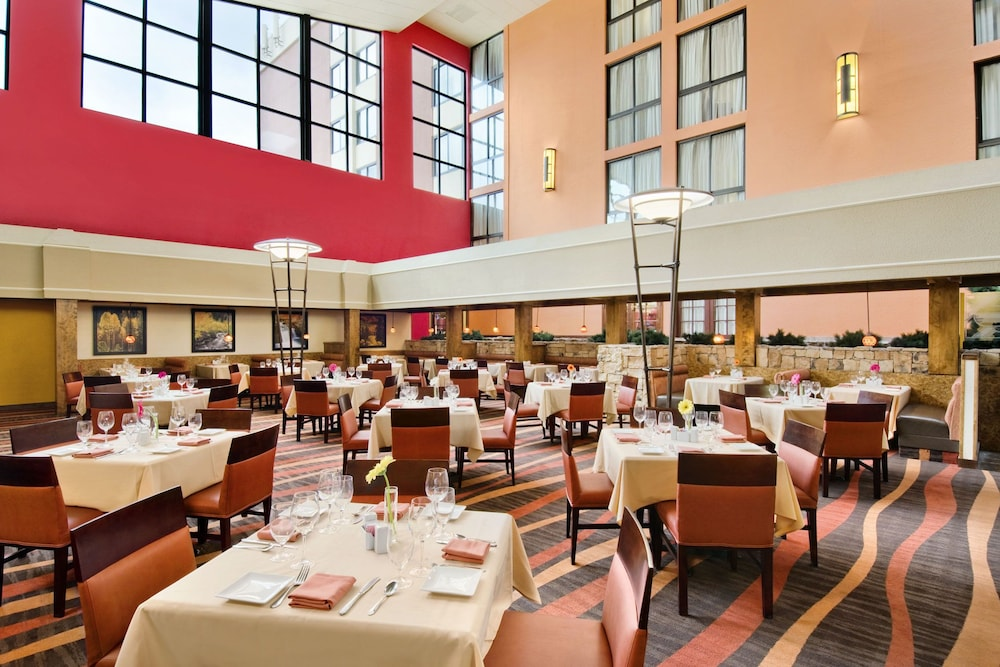 Restaurant, Crowne Plaza Denver Airport Convention Ctr, an IHG Hotel