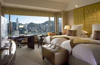 家族4人で香港ディズニーランドへ行くのに便利なホテルはありますか?