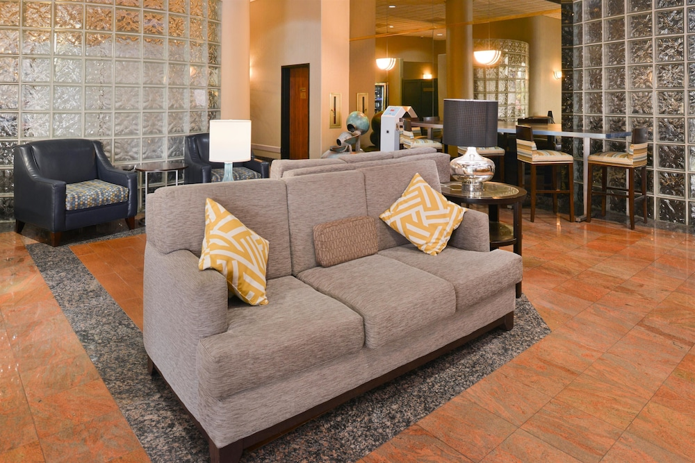 Best Western Plus Suites Hotel 2 5 Out Of 0 Exterior Lobby