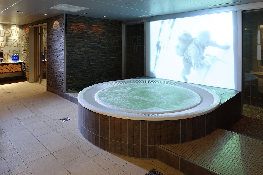 Indoor Spa Tub, Hotel Spinne
