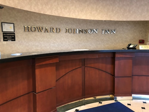 Howard Johnson by Wyndham Newburgh