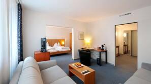 Minibar, una cassaforte in camera, ferro/asse da stiro, Wi-Fi gratuito