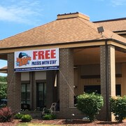Cheap Hotels Near Trappers Turn Golf Course WI: Save More