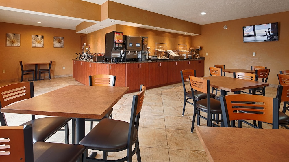Breakfast Area, Best Western Ambassador Inn & Suites